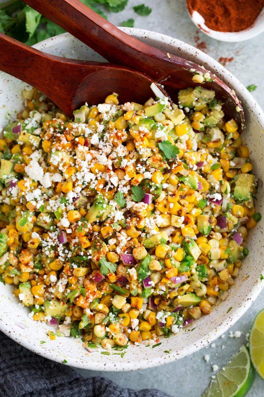 Мексиканский салат с кукурузой-гриль и авокадо