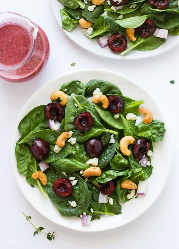 Салат из шпината и вишни