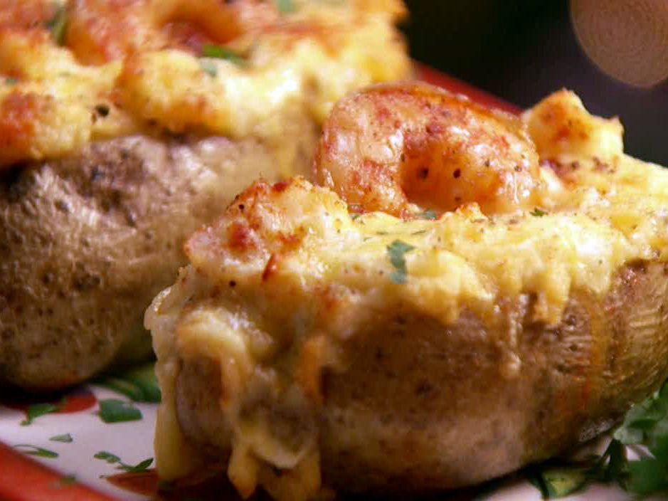 Американский картофель, фаршированный креветками и сыром