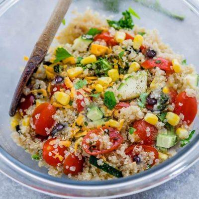 Фасолевый салат с киноа, кукурузой и овощами - рецепт с фото