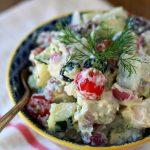 Греческий картофельный салат с соусом Цацики