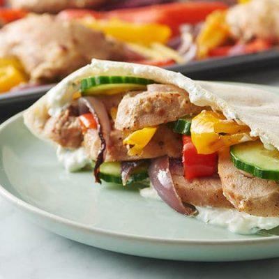 Пита с овощами и куриной грудкой - рецепт с фото