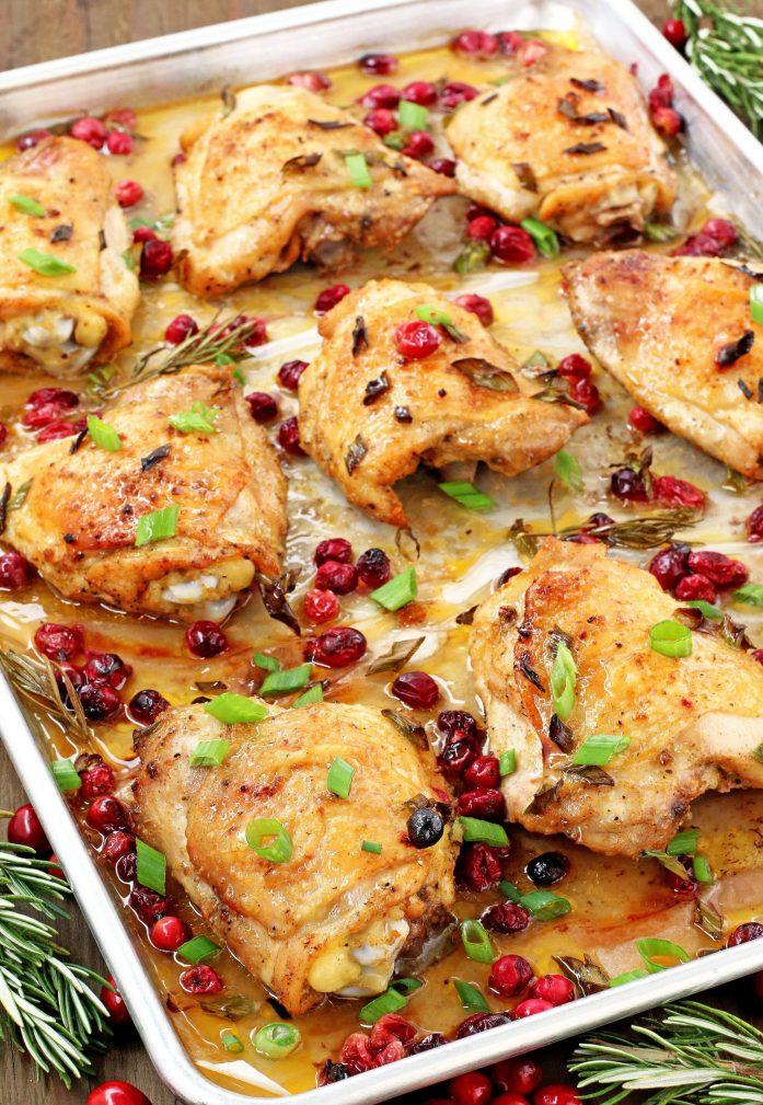 Фото рецепта - Запеченные куриные бедра в духовке с клюквой - шаг 4