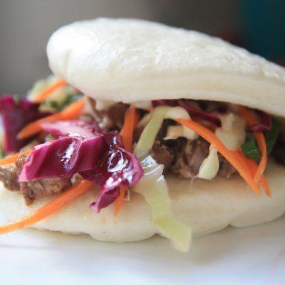Булочки бао со свининой и овощами - рецепт с фото