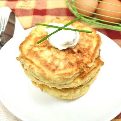 Быстрые сырные лепешки к завтраку - рецепт с фото