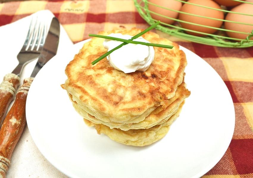 Быстрые сырные лепешки к завтраку