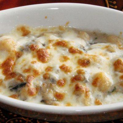 Грибной жульен с кедровыми орешками - рецепт с фото
