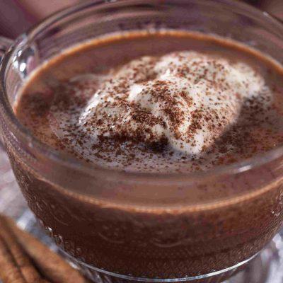 Горячий шоколад с ванилином и сливочным мороженым - рецепт с фото