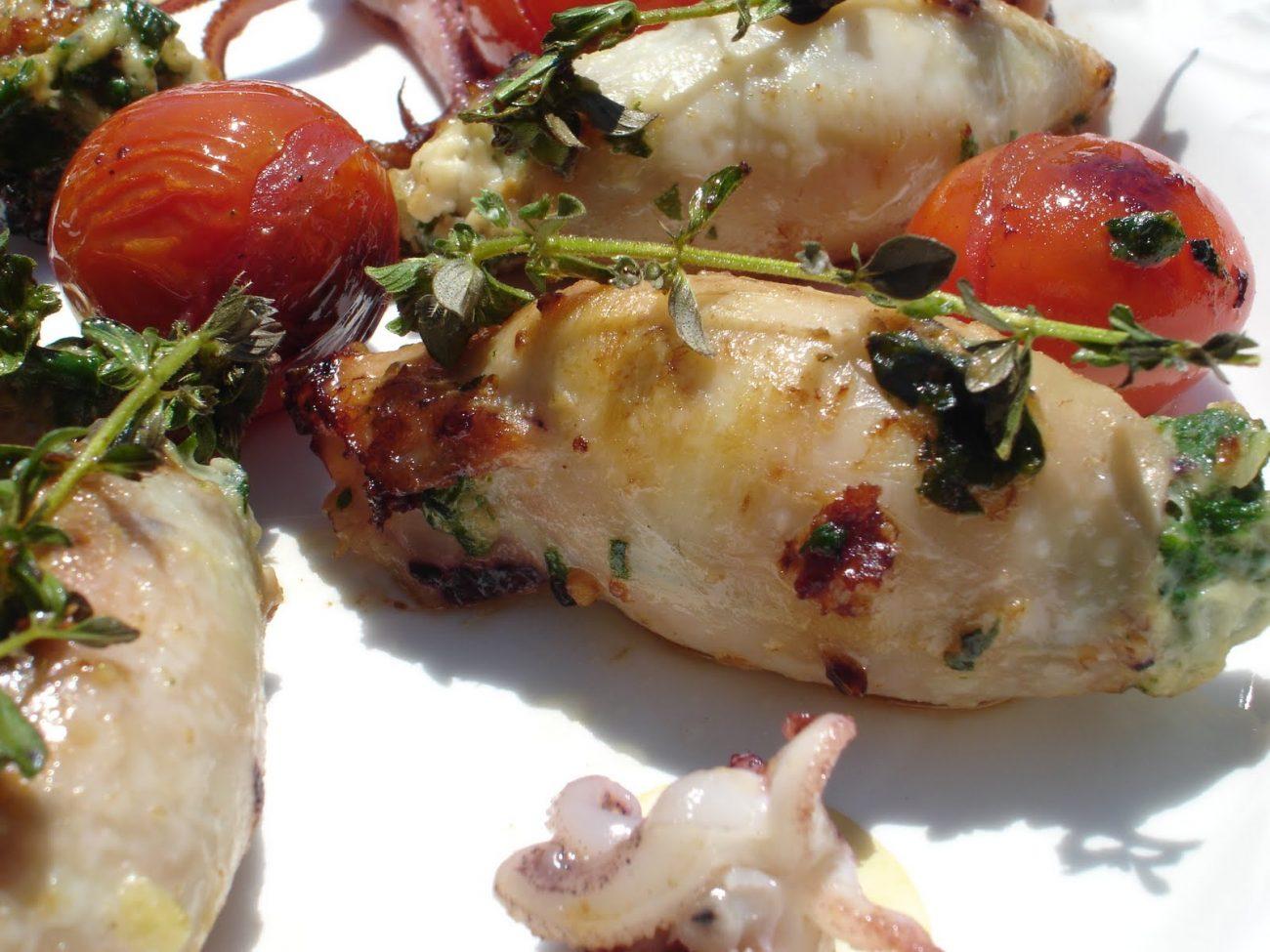 Праздничная закуска – кальмары, фаршированные овощами и рисом