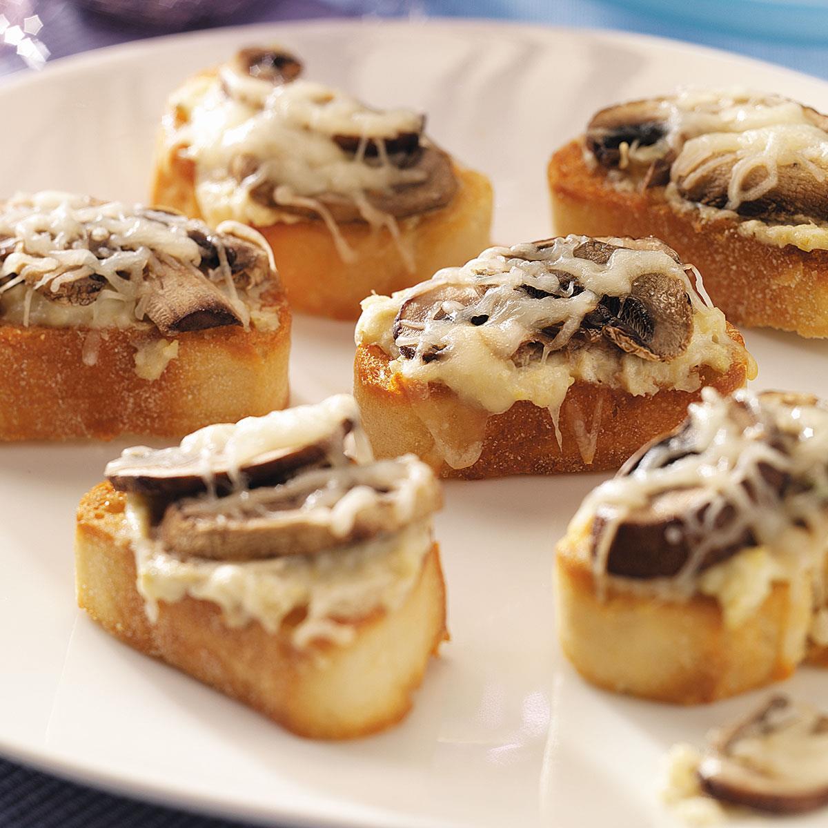 Швейцарские кростини с грибами и сыром