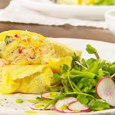 Яичный ролл с курицей и манго - рецепт с фото