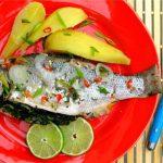 Запеченная рыба со шпинатом под лаймовым дрессингом