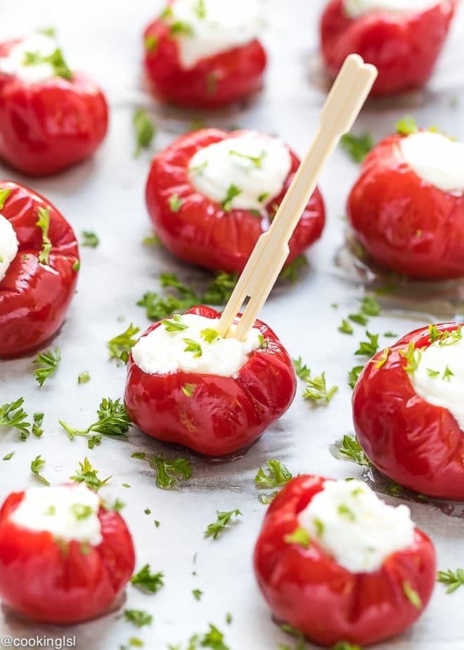 Оригинальная закуска из запеченных помидоров творожной начинкой