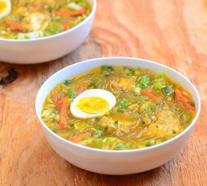 Филиппинский суп с карри и яйцом