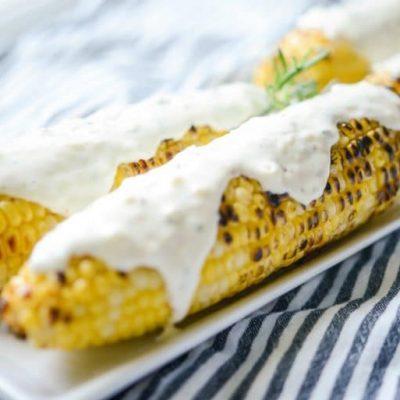 Кукуруза гриль со сметанно-сырной заправкой - рецепт с фото