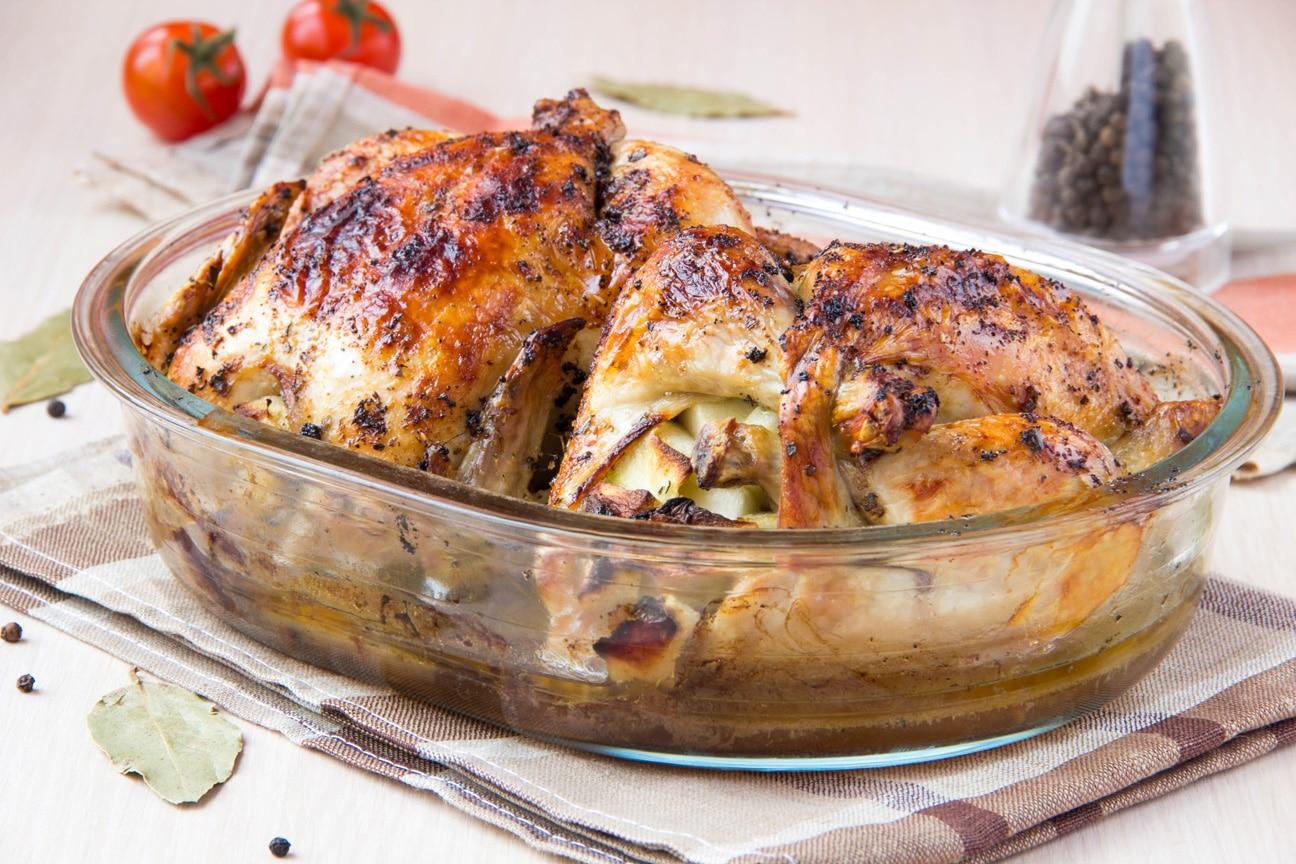 Птица, фаршированная орехами, запеченная с картофелем