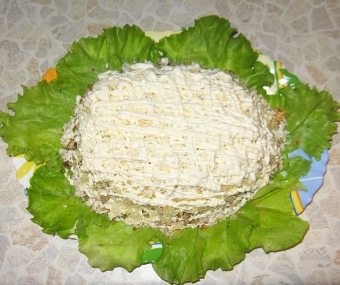 Фото рецепта - Слоеный салат «Черепаха» с курицей - шаг 9