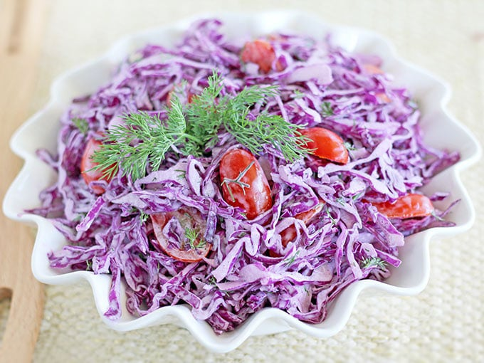 Фото рецепта - Салат из краснокочанной капусты с помидорами черри - шаг 5