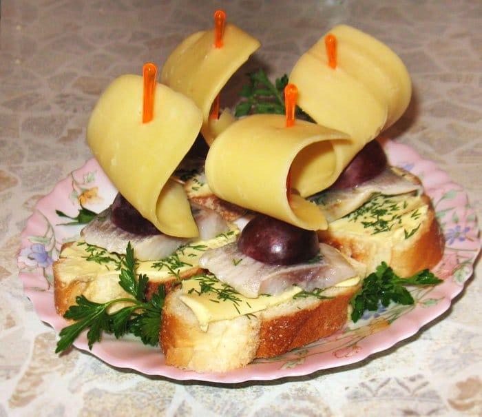 Бутерброды «Кораблик» - рецепт с фото