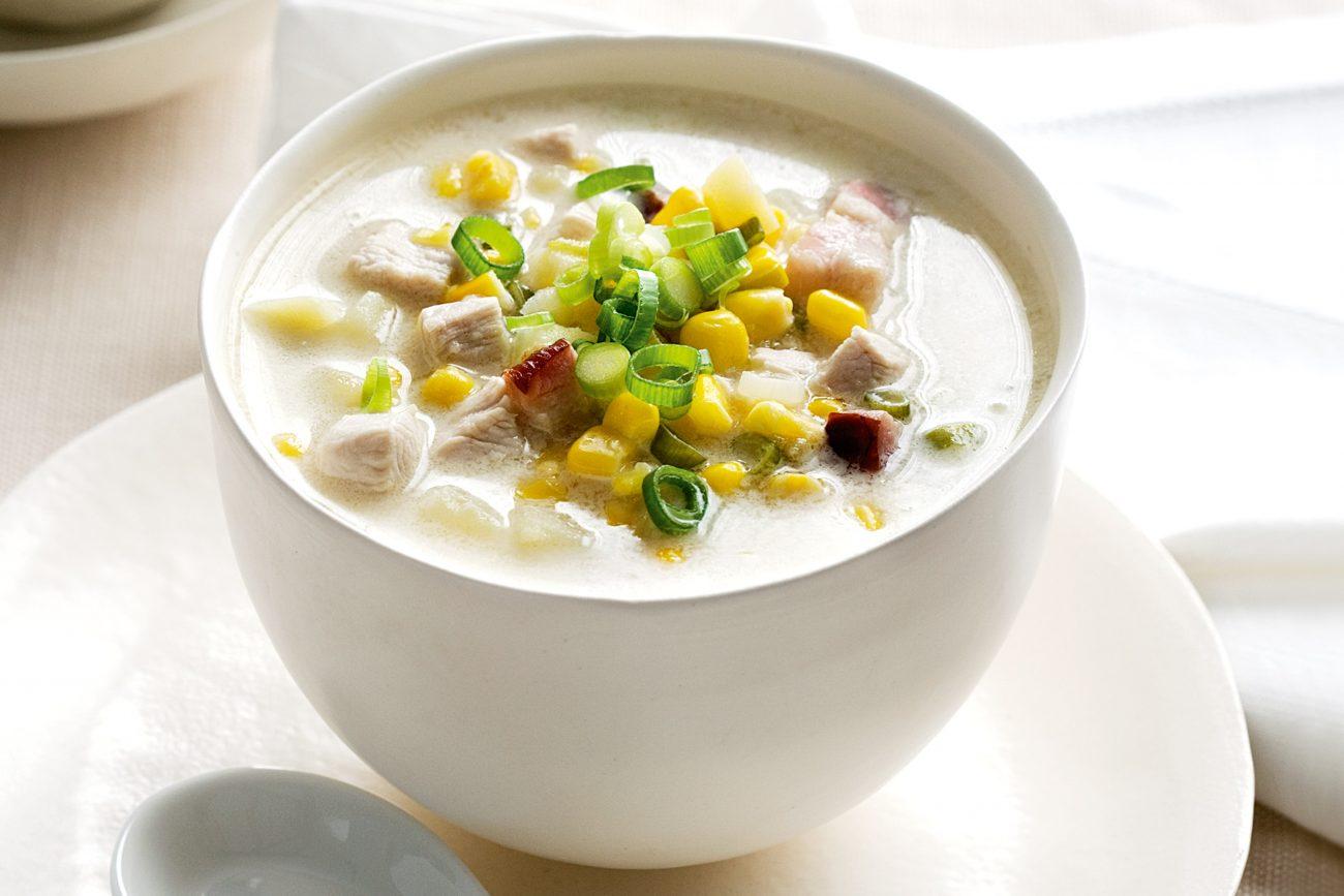 Быстрый кукурузный сливочный суп с курицей