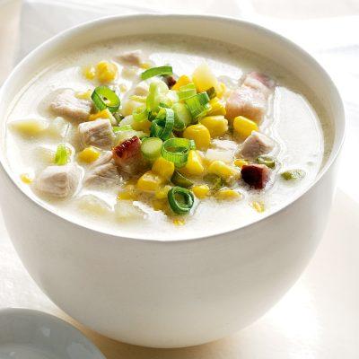 Быстрый кукурузный сливочный суп с курицей - рецепт с фото