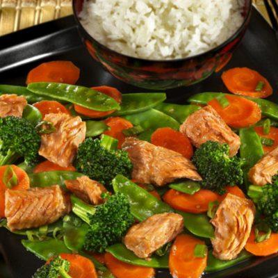 Медово-соевый тунец с овощами стир-фрай - рецепт с фото