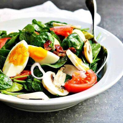Салат с грибами, шпинатом, авокадо и яйцом - рецепт с фото