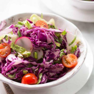 Салат из красной капусты, редиса и помидоров - рецепт с фото