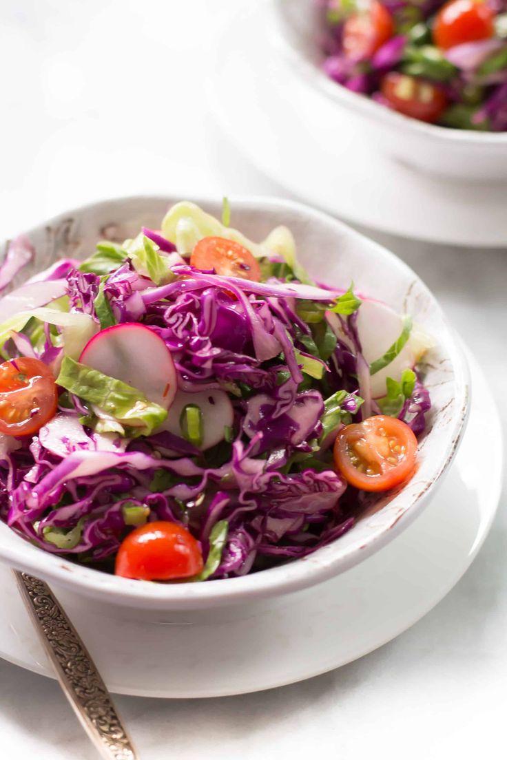 Салат из красной капусты, редиса и помидоров