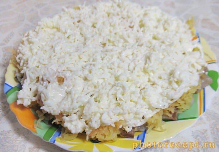 Фото рецепта - Селедка под шубой – классический салат - шаг 9