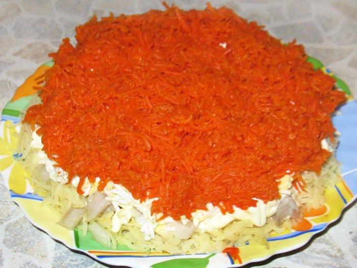 Фото рецепта - Селедка под шубой – классический салат - шаг 10