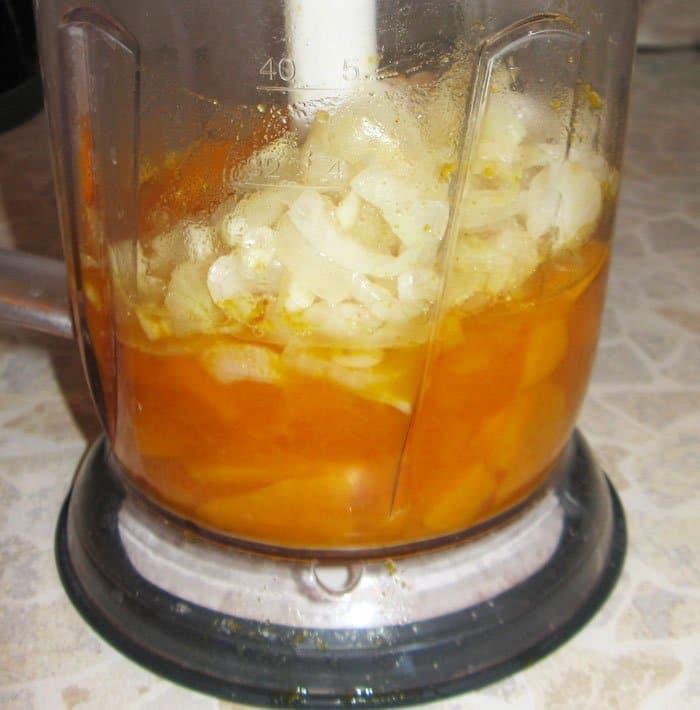 Фото рецепта - Овощной суп-пюре из тыквы с грибами - шаг 4