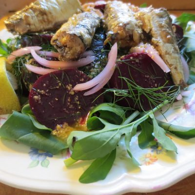 Свекольный салат с сардиной - рецепт с фото