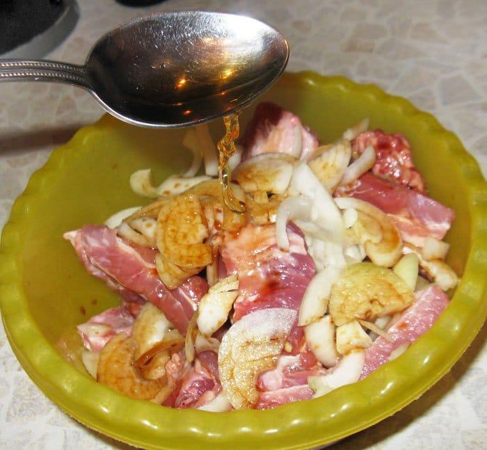 Фото рецепта - Маринованные свиные ребрышки запеченные в духовке - шаг 3