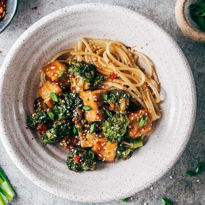 Сыр Тофу в соусе терияки с лапшей и брокколи - рецепт с фото