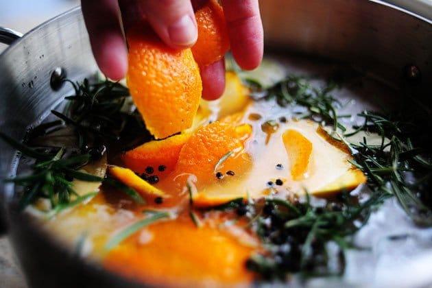 Фото рецепта - Индейка, запеченная в духовке с апельсинами - шаг 12