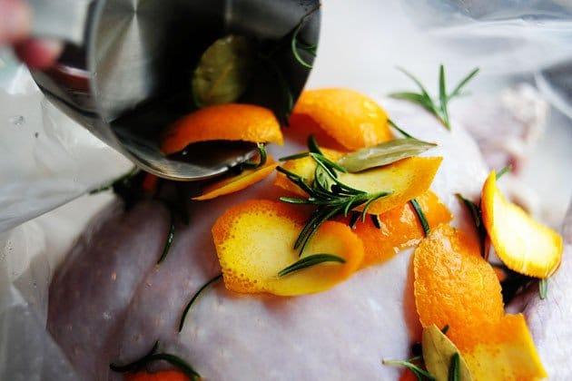 Фото рецепта - Индейка, запеченная в духовке с апельсинами - шаг 17