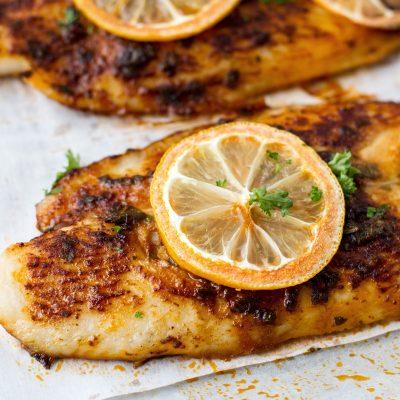 Запеченное рыбное филе с лимоном - рецепт с фото