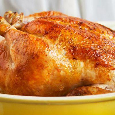 Запеченный целый цыпленок с карамельной корочкой - рецепт с фото
