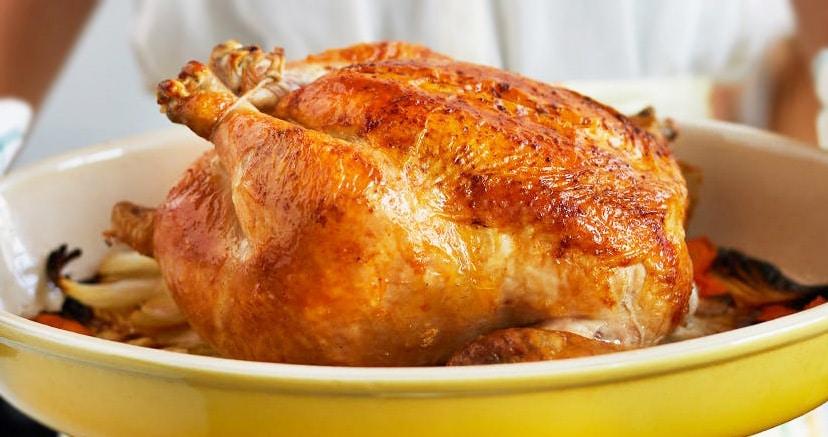 Запеченный целый цыпленок с карамельной корочкой