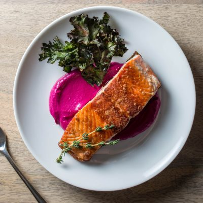 Жареный лосось в травах на подушке из свеклы - рецепт с фото