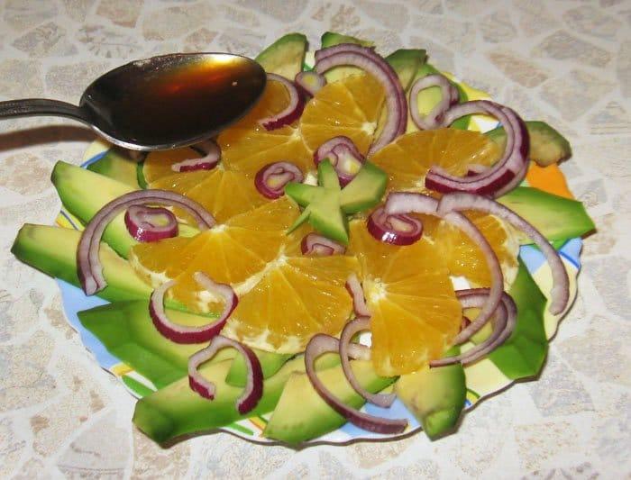 Фото рецепта - Карпаччо из апельсина и авокадо - шаг 3