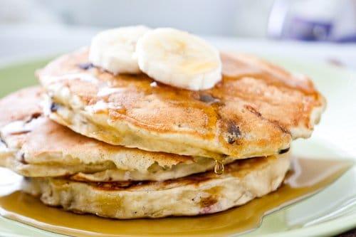 Фото рецепта - Оладьи с бананами и шоколадом - шаг 8