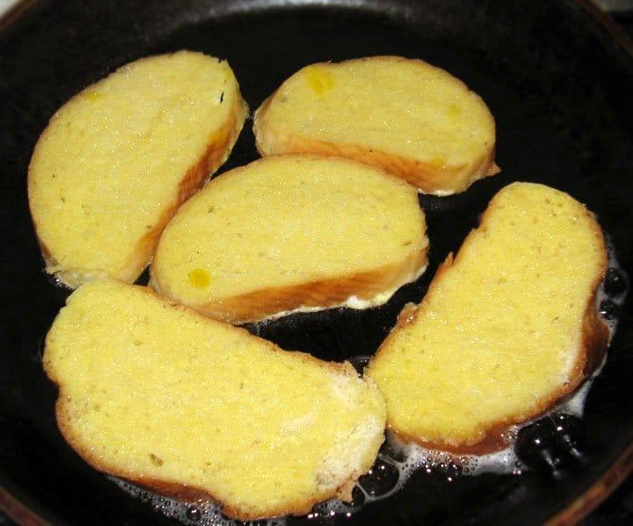 Фото рецепта - Тосты «Бедный рыцарь» на завтрак - шаг 4
