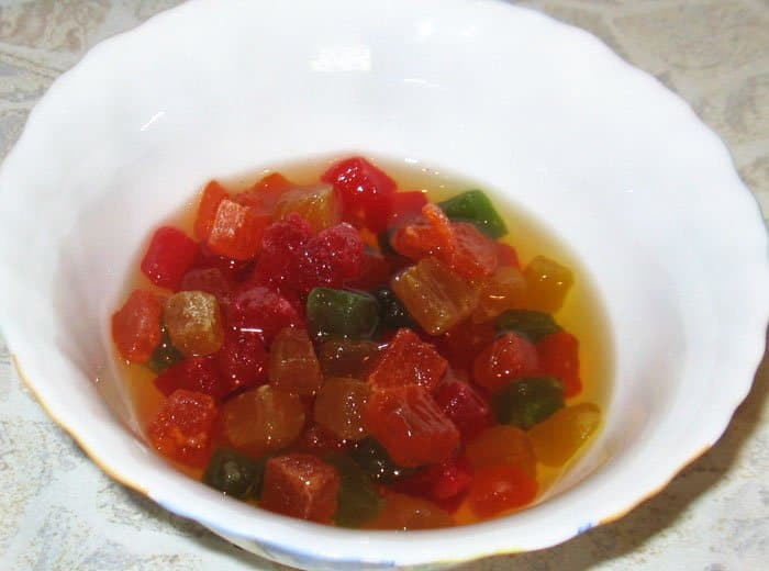 Фото рецепта - Творожная пасха с цукатами и красной смородиной - шаг 1