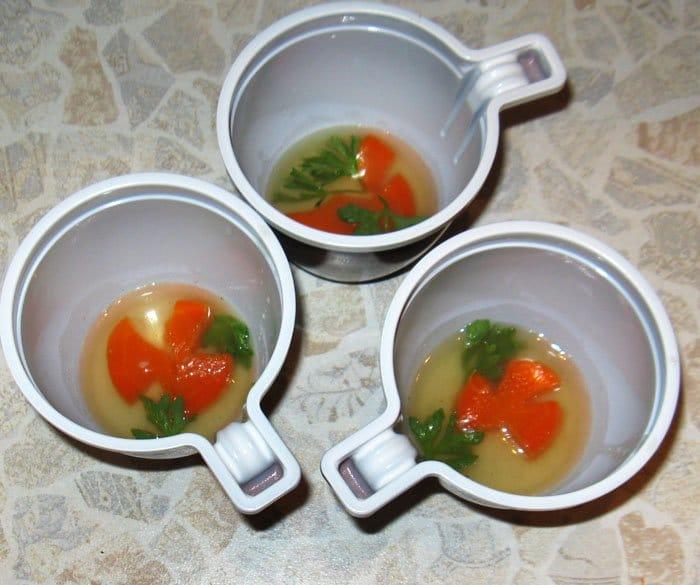 Фото рецепта - Заливное из языка с овощами - шаг 4