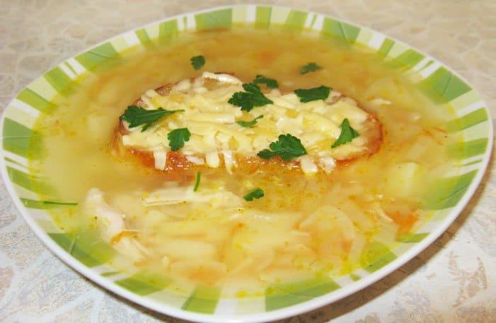 Французский луковый суп с гренками и сыром - рецепт с фото