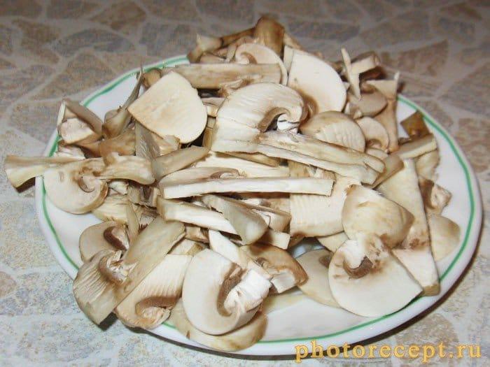 Фото рецепта - Мясо под яичным соусом с грибами - шаг 2
