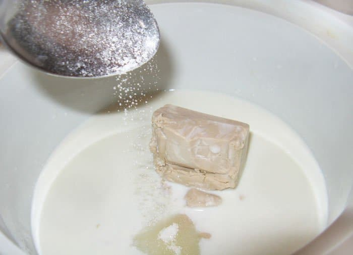 Фото рецепта - Пасхальный шафрановый кулич с миндалем и изюмом - шаг 4