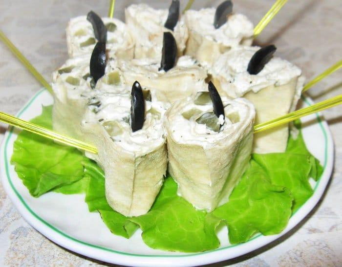 Фото рецепта - Рулеты из лаваша с творожно-сырной начинкой - шаг 4